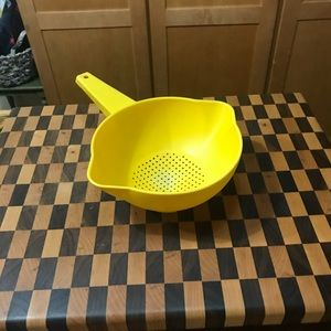 TUPPERWARE YELLOW STRAINER 1 QT 3 available